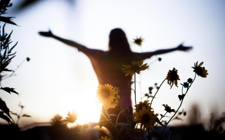 flowers_light_girl_mood_freedom_1280x800_hd-wallpaper-417525